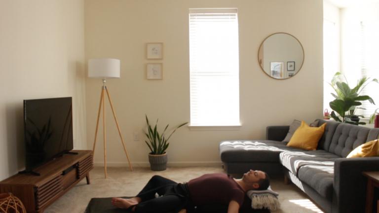 Yoga Restaurativo:  Caderas | 15 minutos