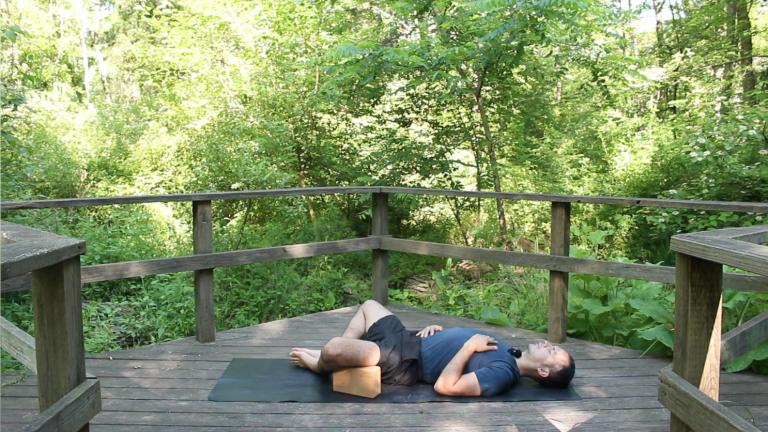 Yoga Restaurativo con Bloques | 20 minutos