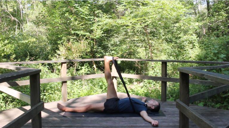 Yoga Restaurativo con Cinturón | 10 minutos